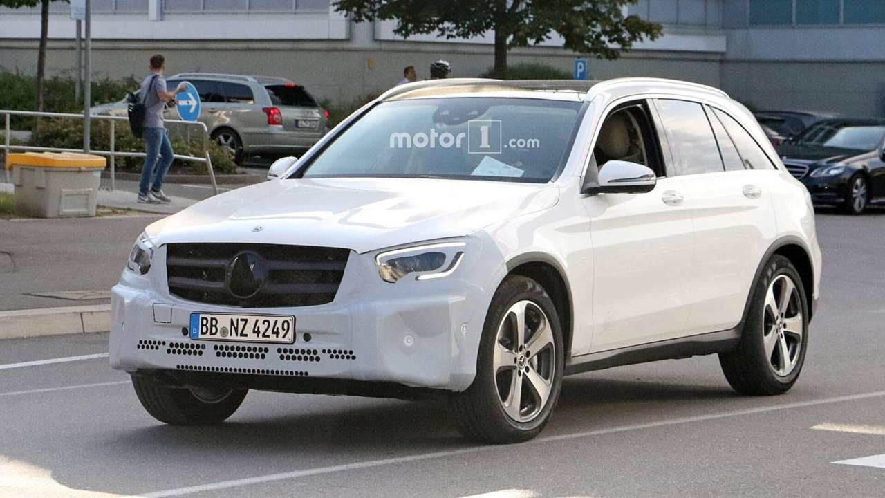 Facelift Mercedes Glc 2018 >> 2019 Mercedes GLC Spied With New Headlights, Taillights