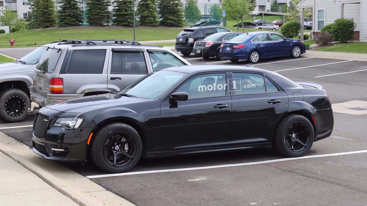hellcat all the things chrysler 300 spied with telltale clues. Black Bedroom Furniture Sets. Home Design Ideas