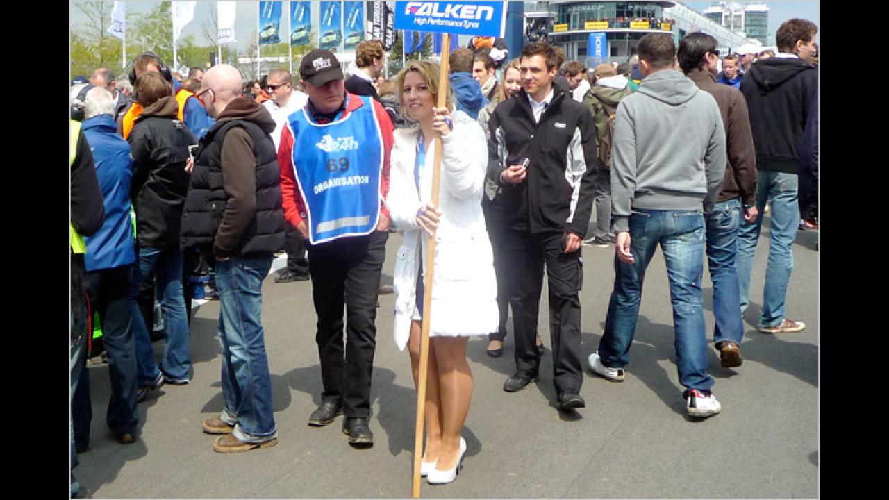 Am Nürburgring war es wieder mal kalt, da kann ein Mantel nicht schaden