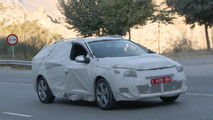 2013 Renault Megane and Megane Grandtour II facelift spied