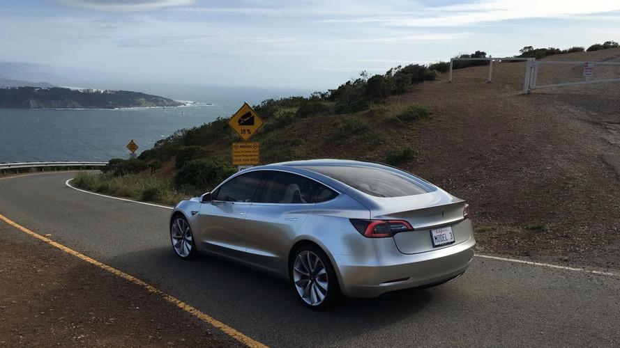 Tesla Model 3 güneş paneli tavan teknolojisine sahip olabilir