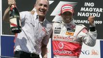 Nick Fry, Lewis Hamilton, winner, 2009 Hungarian GP