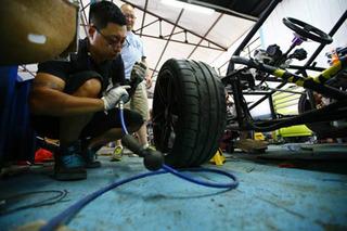 Two Guys in China Built Convincing Lamborghini Diablo Replicas