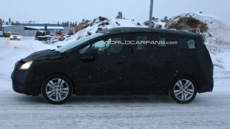 Peugeot 3008 LWB 7-Seater First Spy Photos