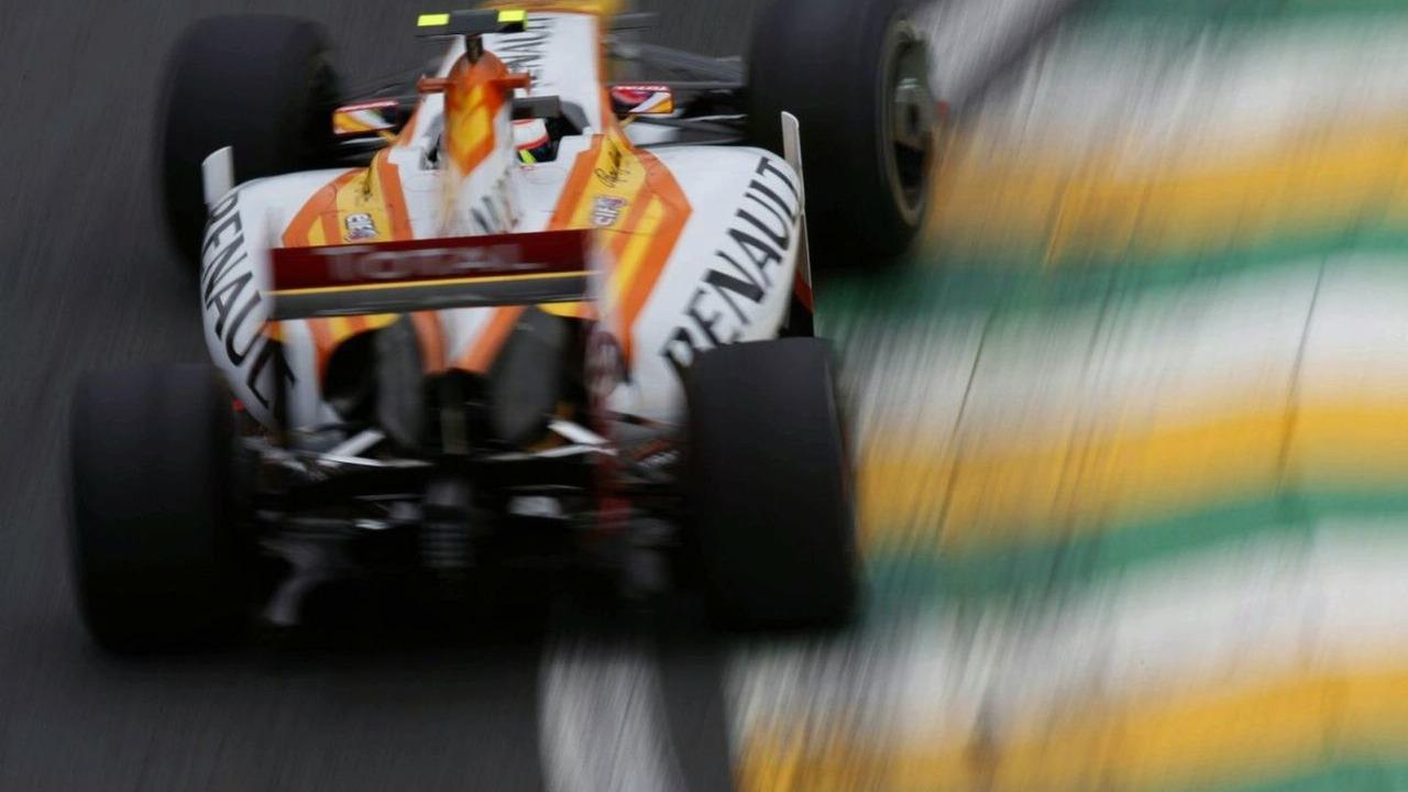 Romain Grosjean, Renault R29. Brazilian Grand Prix, Friday, Interlagos, Sao Paulo, Brazil, 16.10.2009