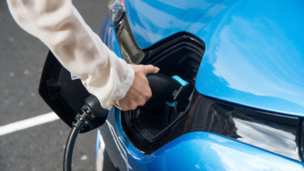 UK needs six times more electric car chargers by 2020