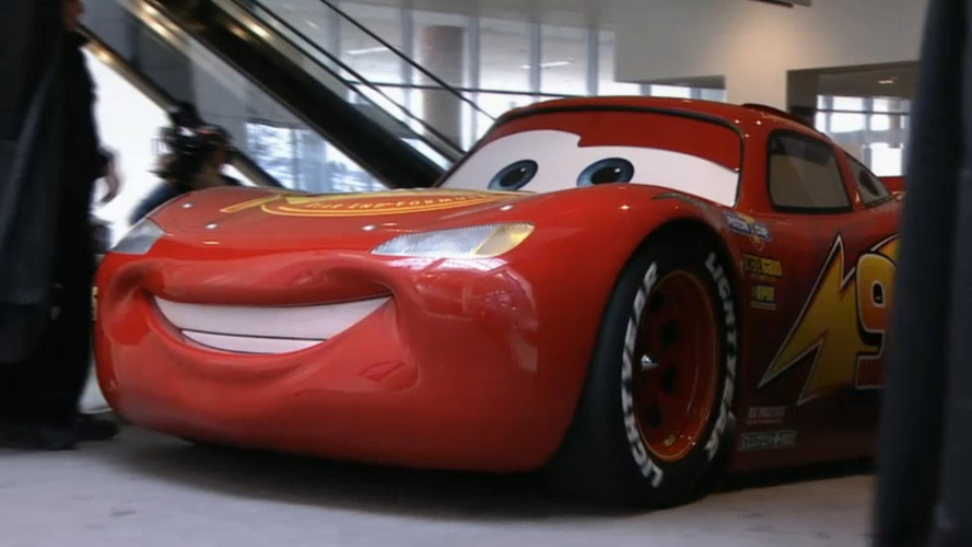 Relâmpago McQueen chega ao Salão de Detroit funcional e em escala 1:1