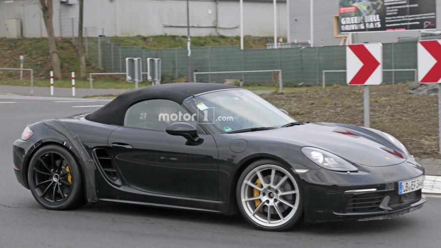 Porsche Nürburgring'de 718 Boxster GTS'i test ediyor