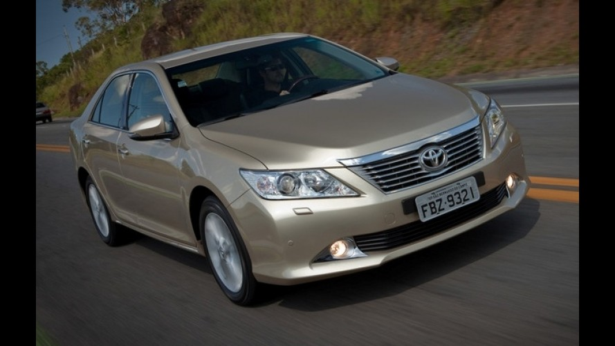 Novo Toyota Camry desembarca oficialmente custando a partir de R$ 161.000
