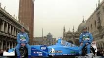 Jenson Button y Giancarlo Fisichella durante la presentación del B201 en Venecia