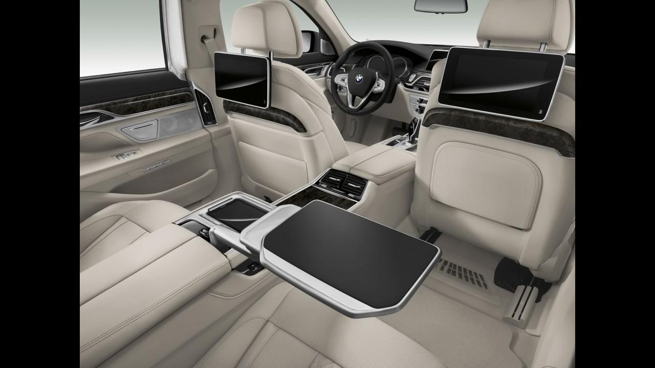 """Com chave """"iPhone"""" e comandos por gestos, BMW Série 7 chega por R$ 709.950"""