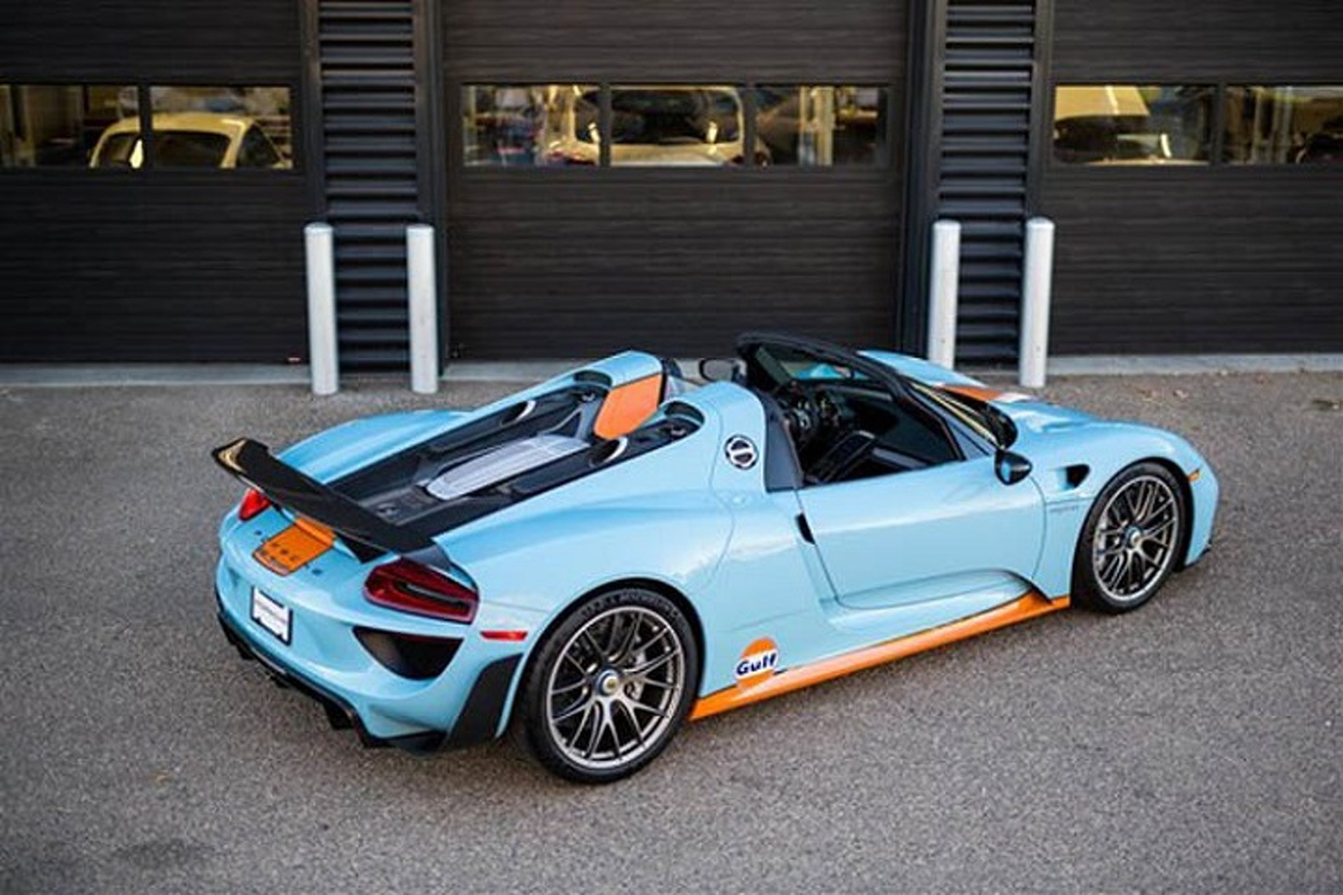 1 of 2 gulf liveried porsche 918 spyder up for sale. Black Bedroom Furniture Sets. Home Design Ideas