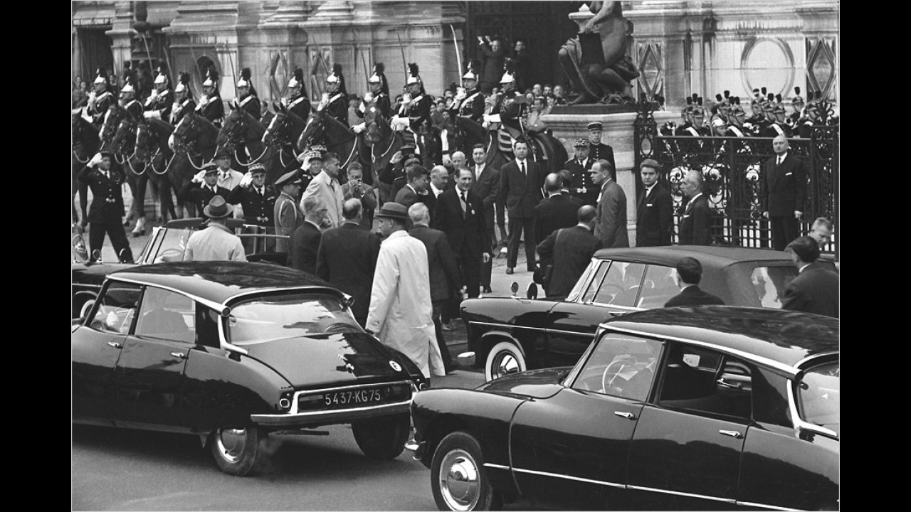 In den 60er-Jahren stand nicht nur eine Göttin in den Diensten des französischen Staates. Hier eine Fahrzeugkolonne von de Gaulle.