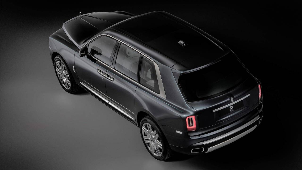 rolls royce cullinan how does it compare to the bentley bentayga. Black Bedroom Furniture Sets. Home Design Ideas
