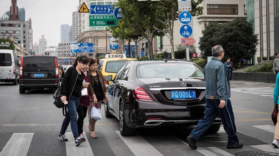 Self-driving Mercedes S-Class hits Shanghai