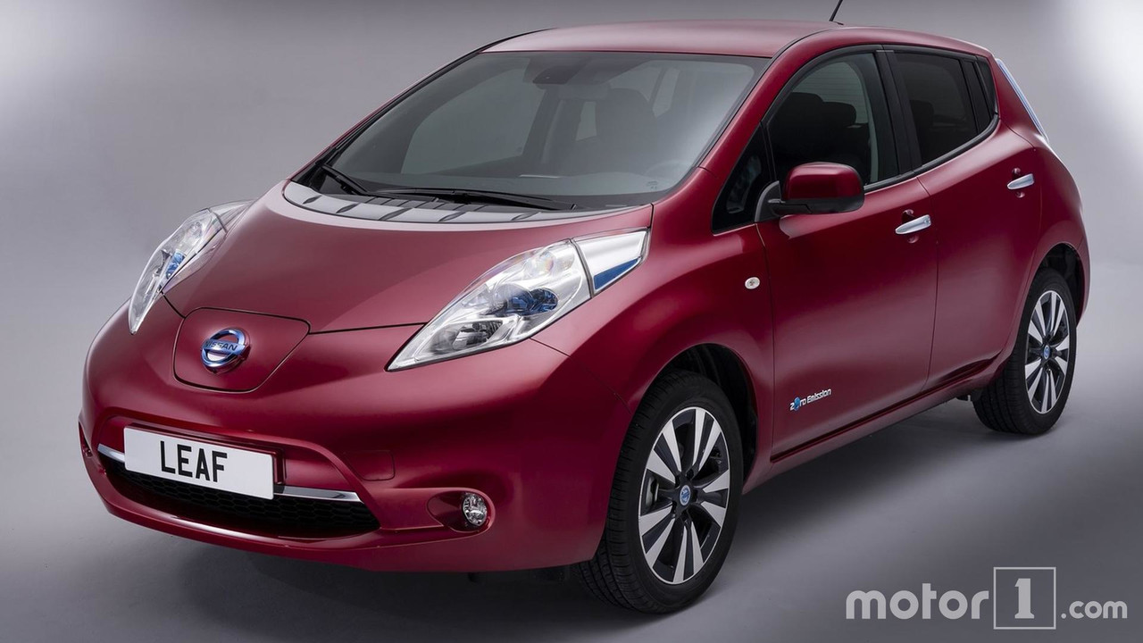 side by side new and old nissan leaf compared. Black Bedroom Furniture Sets. Home Design Ideas