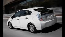 Prius ganha revisão com mesma tabela de preços do Corolla no Brasil