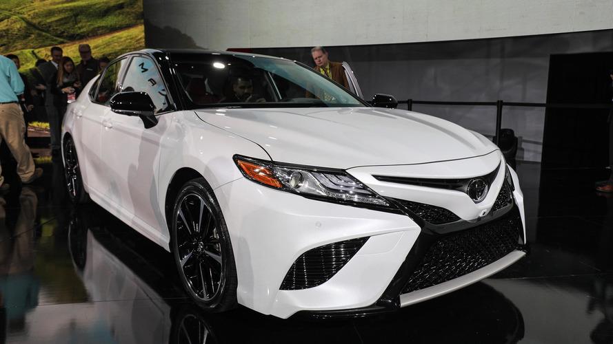 2018 Toyota Camry, agresif tasarımı ve yeni motorlarıyla tanıtıldı