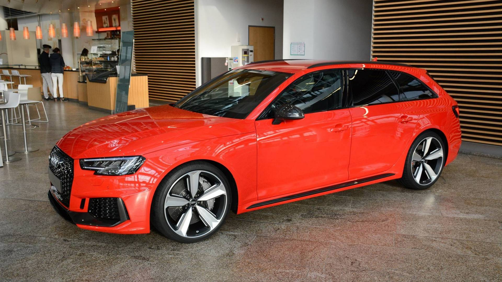 This Audi RS Avant Looks Bloody Good - Audi rs4