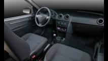 Chevrolet Celta 2014 ganha airbag, ABS e friso cromado