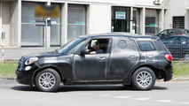 2017 Alfa Romeo SUV test mule with stretched Fiat 500L body spied in Italy