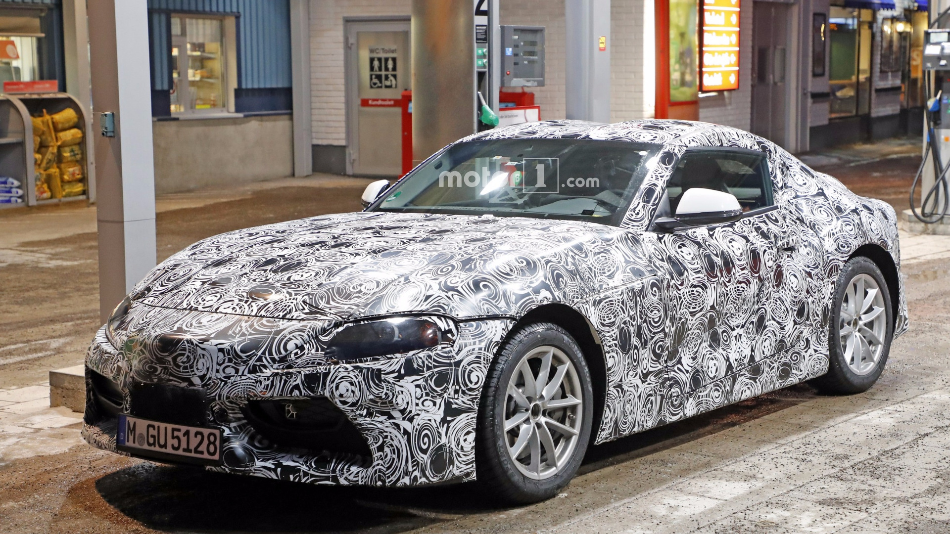 2018 Toyota Supra >> 2018 Toyota Supra Spied In Detail At Gas Station