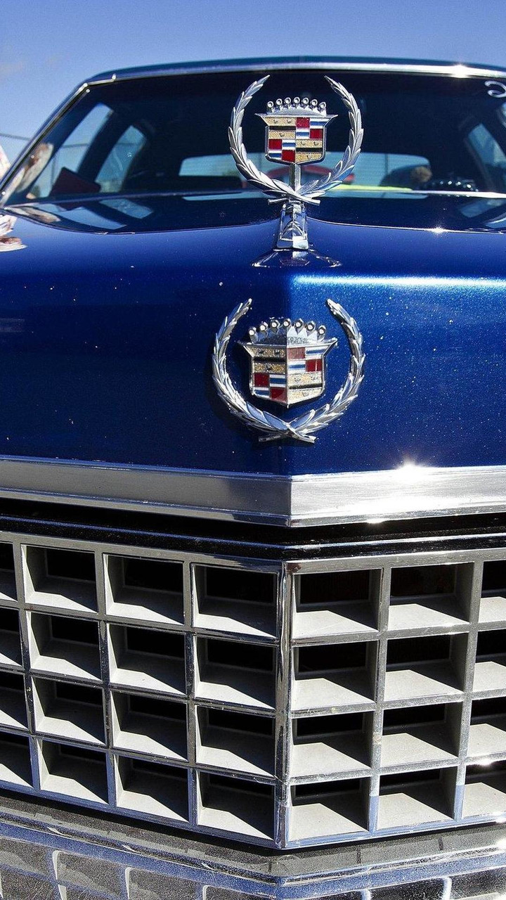 parade of Cadillacs honor brand founder in Vermont 18.08.2011