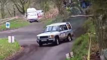 Bu rallici Land Rover, M3 motorlu bir drift makinası