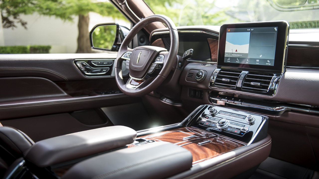 2018-lincoln-navigation-extended-length