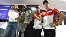 Claudio Domenicali, Director General de Ducati, Andrea Dovizioso Ducati Team, Michele Pirro, Ducati Team, Jorge Lorenzo, Ducati Team, lanzamiento de motor Ducati V4 road