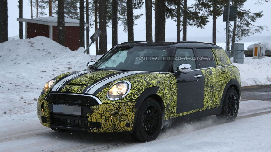 2016 MINI Clubman spied with less disguise