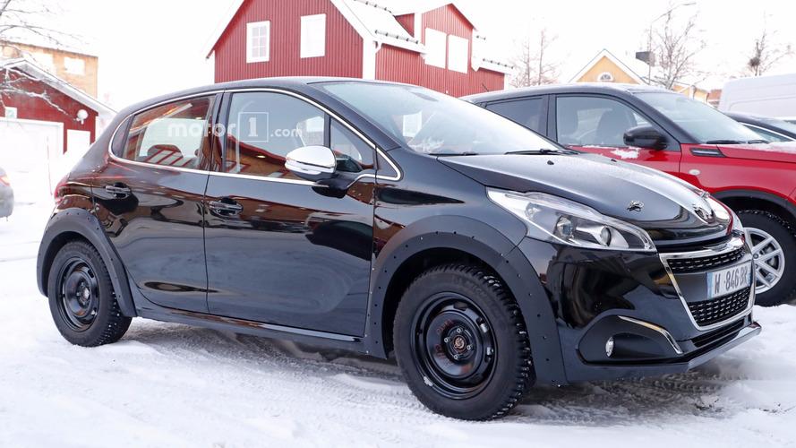 Yeni Peugeot 208'in ilk casus fotoğrafları