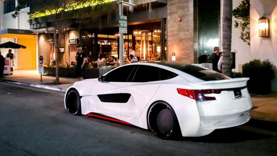 Will.i.am'in özel Tesla Model S'i