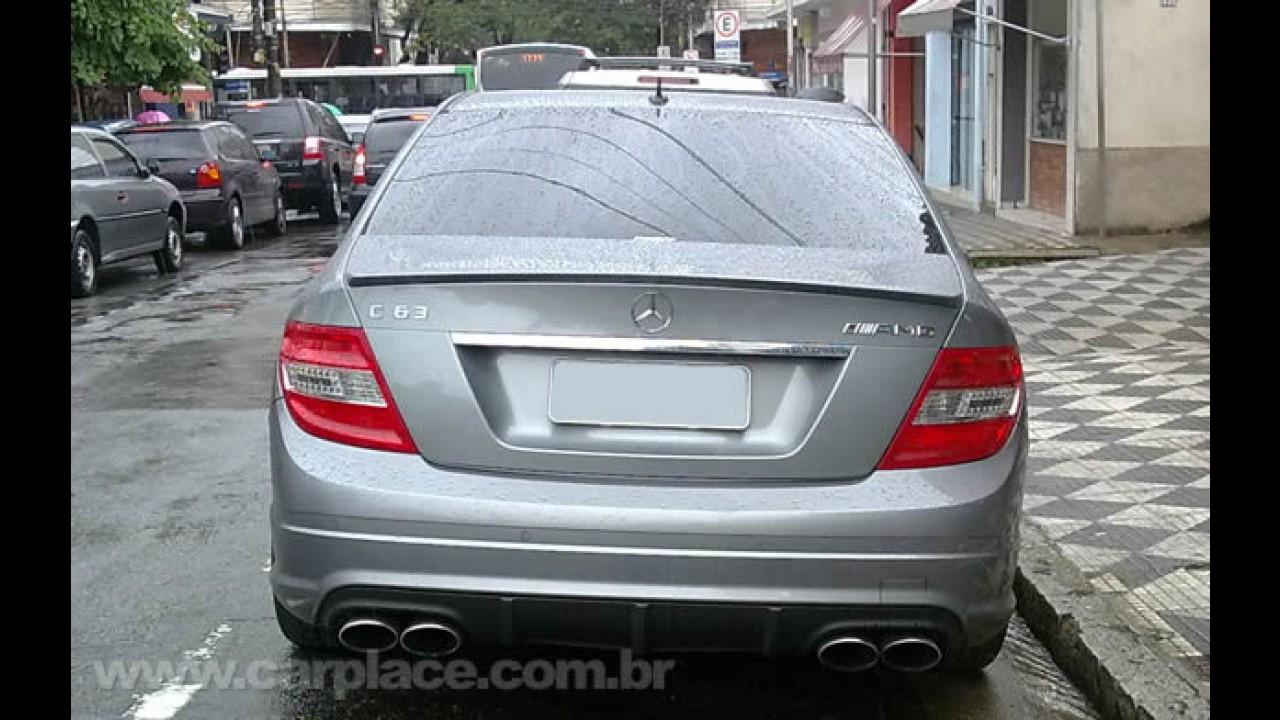 Rodando por aí: Mercedes-Benz C63 AMG com motor V8 de 463 cavalos de potência em SP