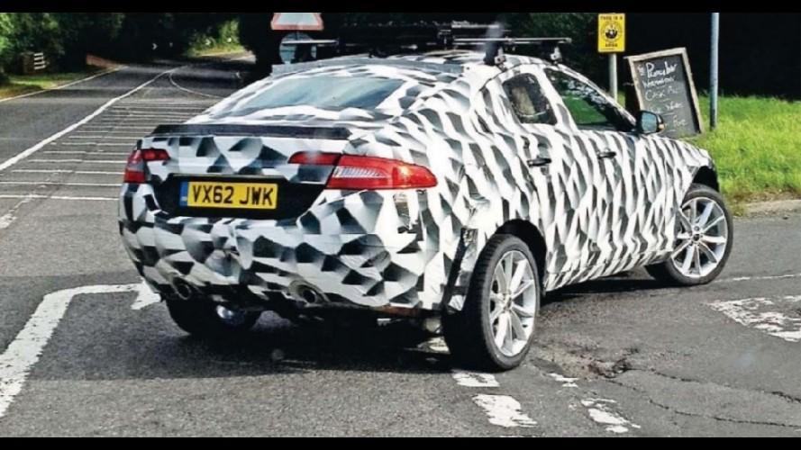 Protótipo do crossover da Jaguar é flagrado durante testes