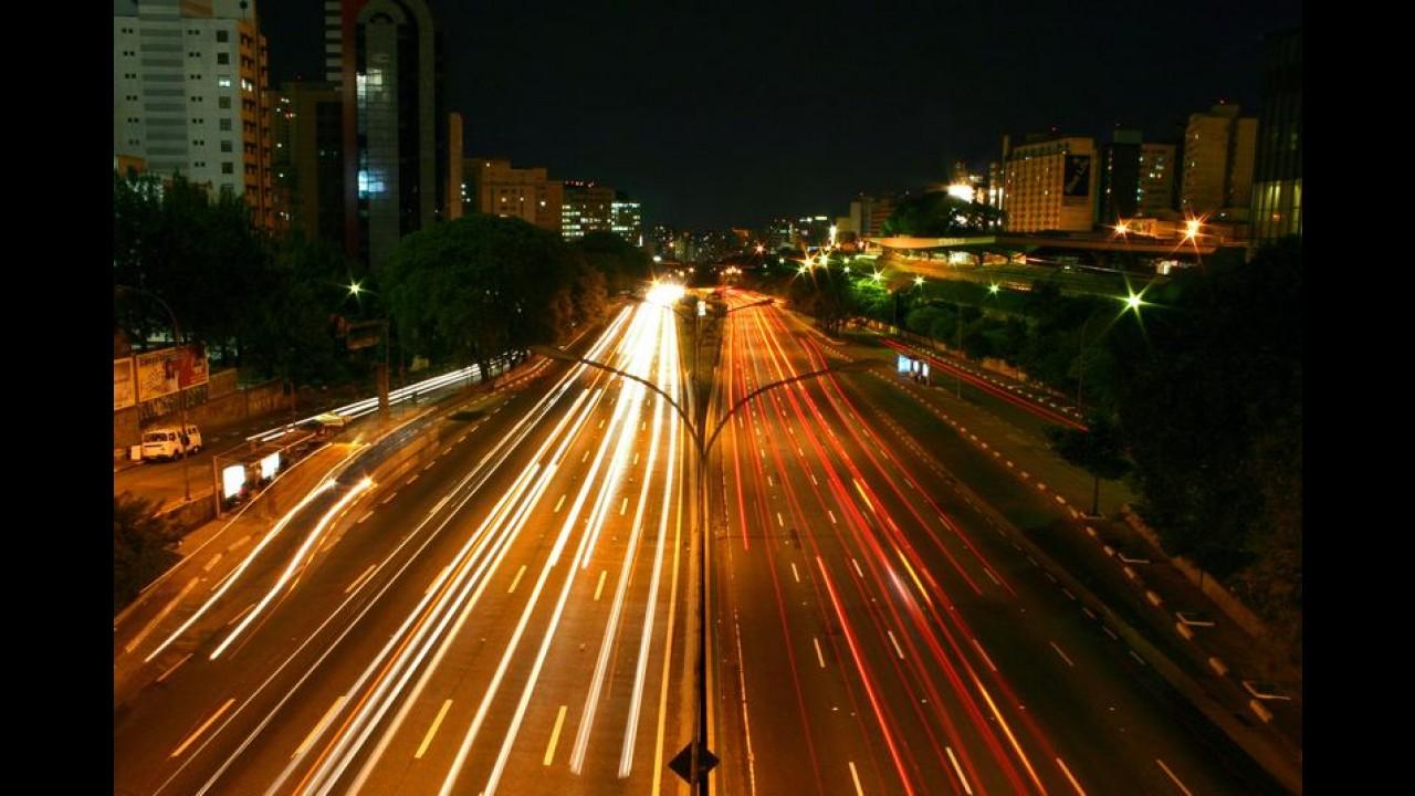 Velocidade máxima na pista expressa das marginais em SP será de 70 km/h