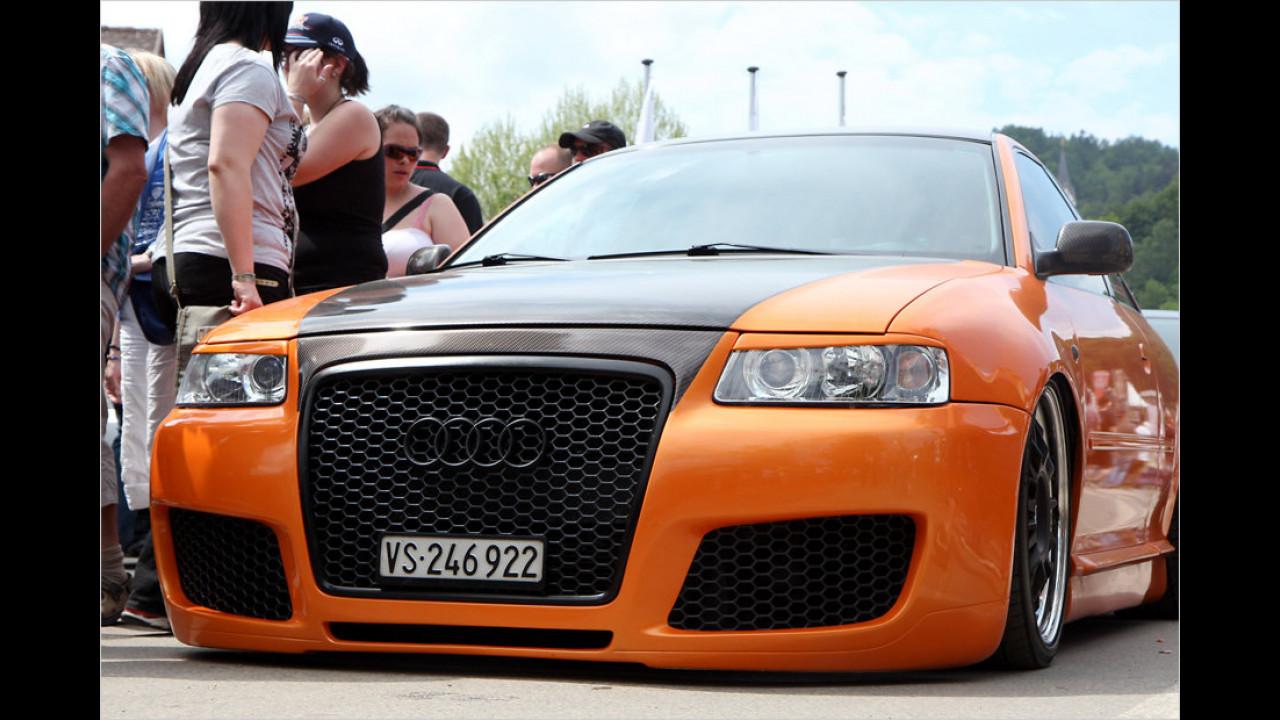 Was die Schweizer Ordnungshüter wohl zu dieser geringen Bodenfreiheit sagen? Dem Audi A3 ist die Einreise nach Österreich offensichtlich dennoch gelungen.
