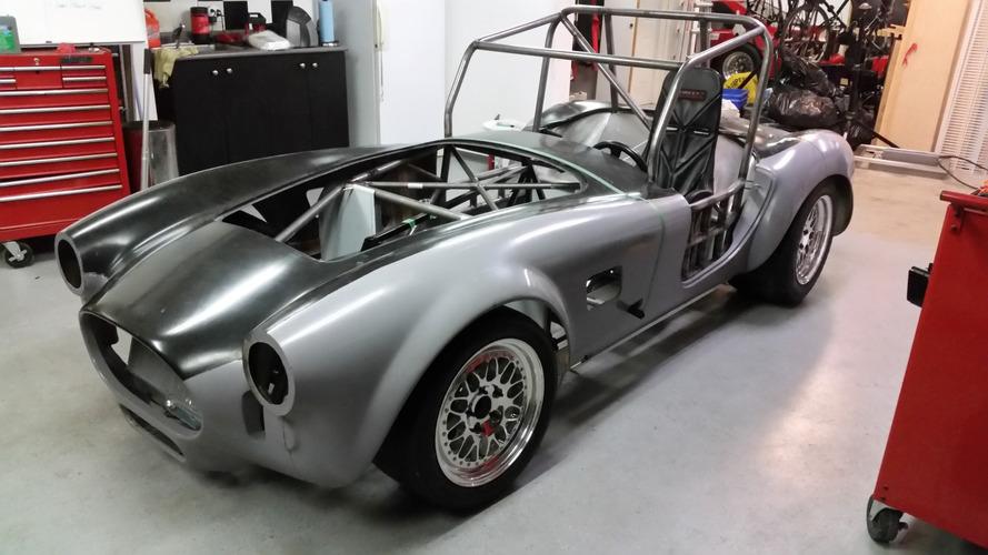 Ils mettent un moteur de Tesla dans une Cobra !