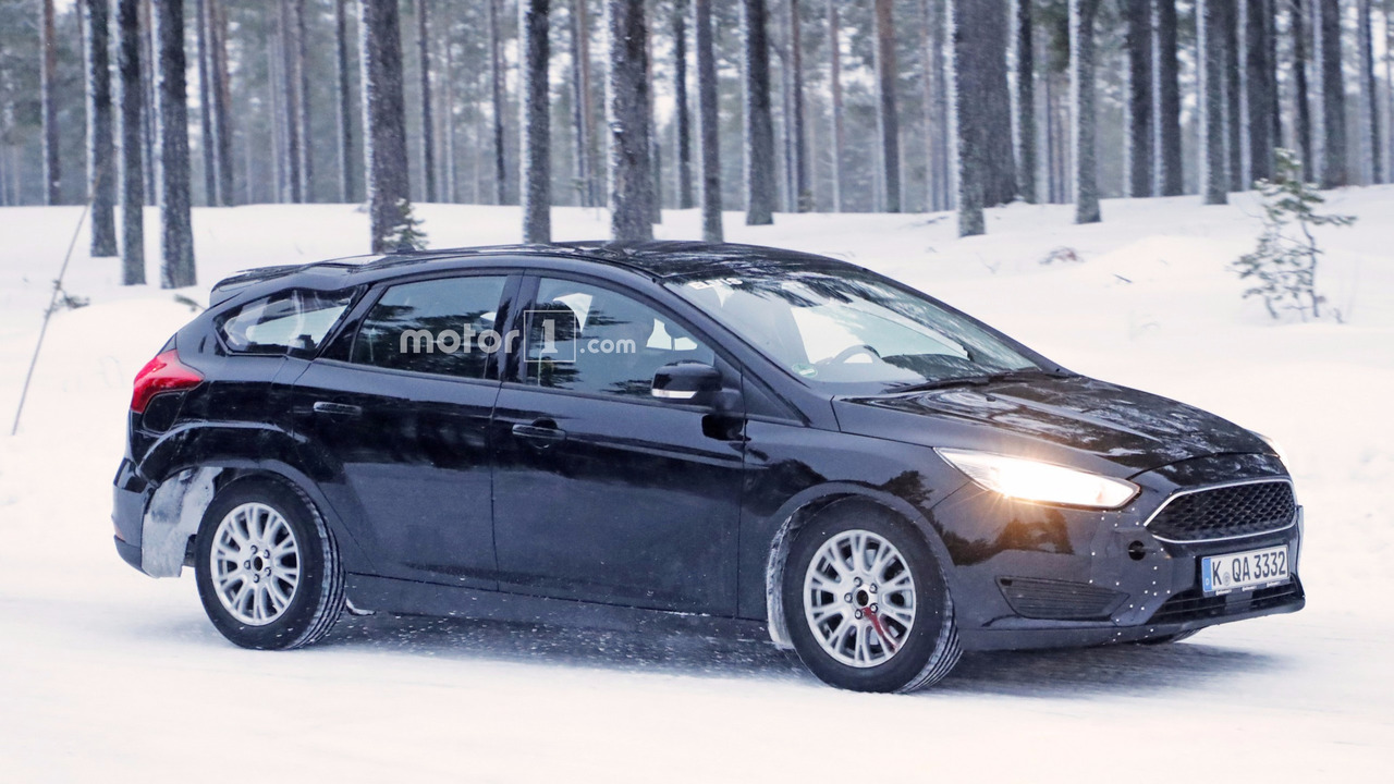 2019 Ford Focus wagon test mule spy photo