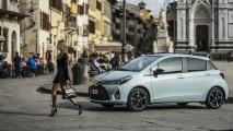 Toyota Yaris Hybrid diventa Glamour
