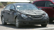 2011 Hyundai Sonata hybrid first spy photos