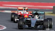 Lewis Hamilton, Mercedes AMG F1 W07 Hybrid leads Sebastian Vettel, Ferrari SF16-H