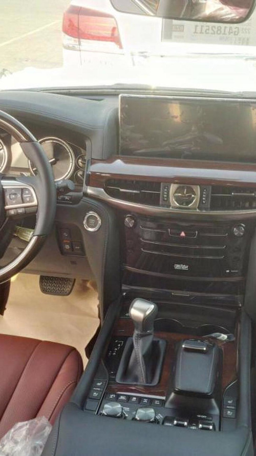 Lexus LX570 facelift spied inside & out in Dubai