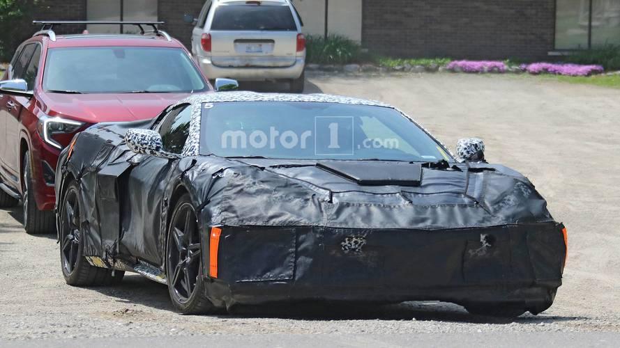 2019 Model ortadan motorlu Chevy Corvette, yakından görüntülendi
