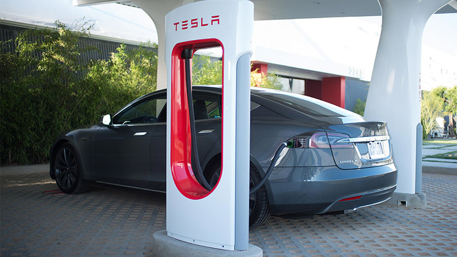 "Tesla, ""boom"" di Supercharger nel 2017"