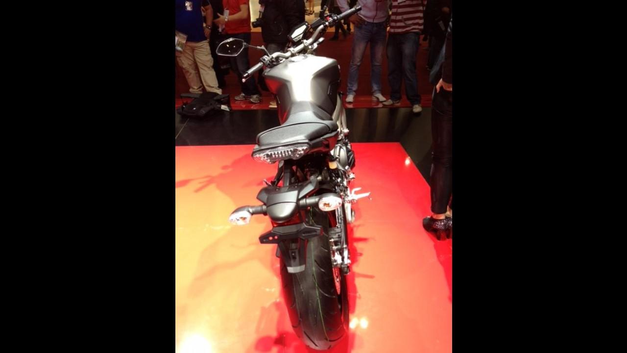 Salão Duas Rodas: Yamaha surpreende e mostra MT-09, que chega em 2014