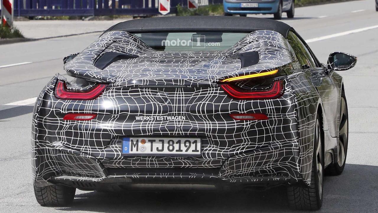 2018 BMW i8 Roadster spy photo