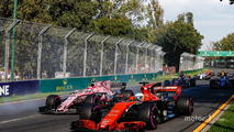 Fernando Alonso, McLaren MCL32, Esteban Ocon, Force India VJM10