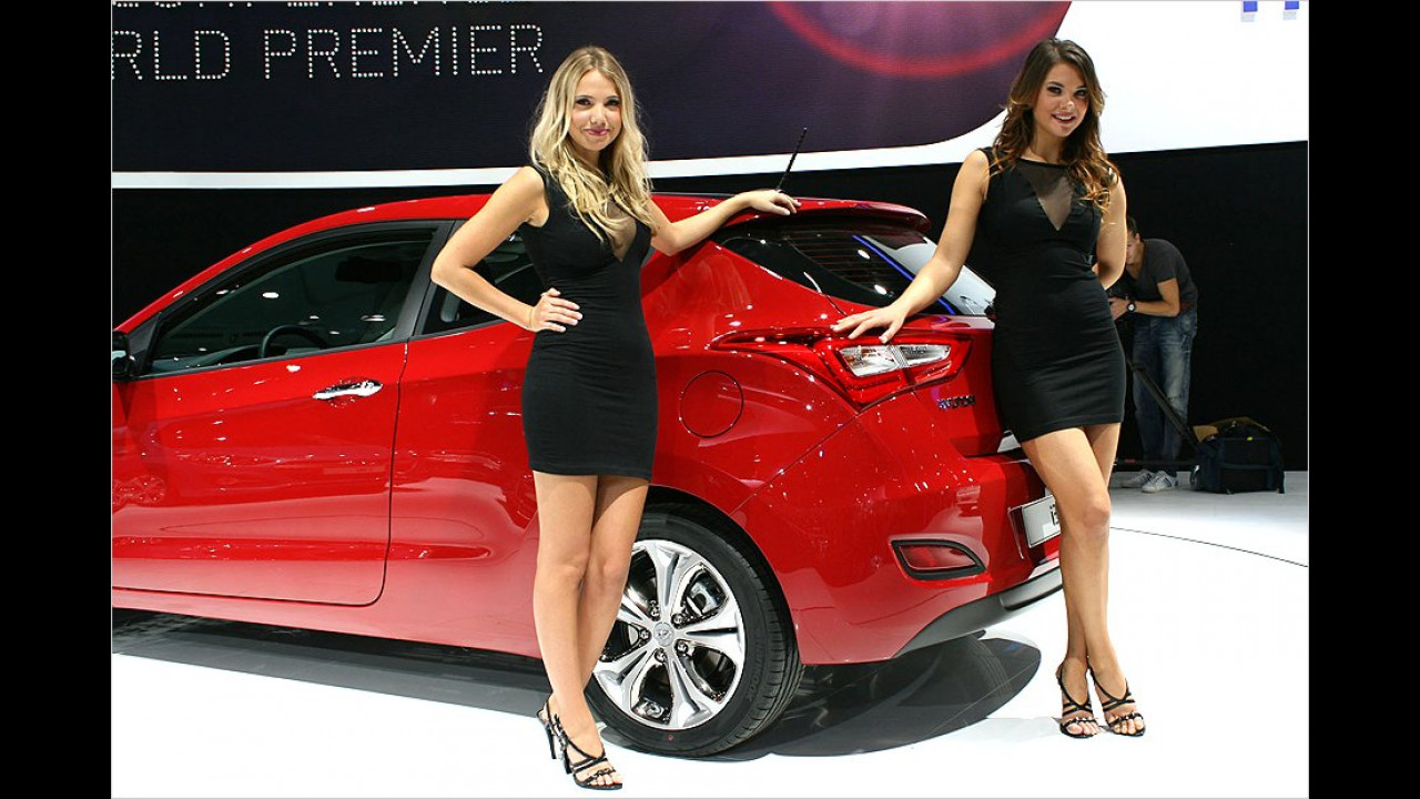 Und schon wieder: Die Hyundai-Girls haben es unserem Fotografen angetan