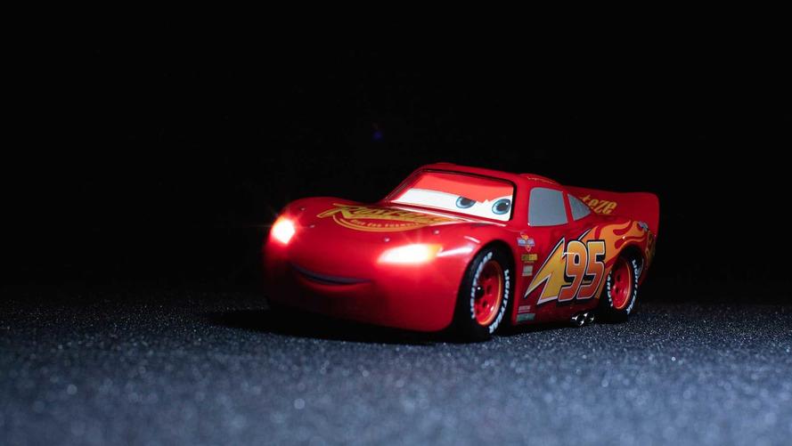 Akıllı telefonla kontrol edilen Şimşek McQueen R/C aracı